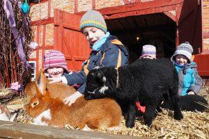 Ostern im Freilichtmuseum mit Hase und Lamm